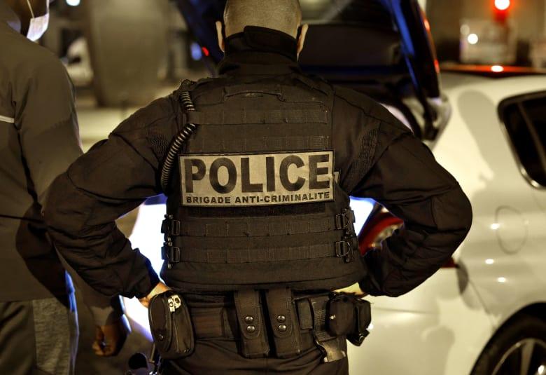 """فرنسا: العثور على رجل """"مقطوع الرأس"""" في ضاحية بباريس.. والشرطة تقتل المهاجم"""
