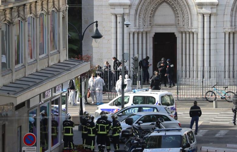 قوات الأمن الفرنسية في موقع الهجوم