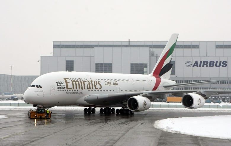 طيران الإمارات تنفي تسريح طيار تونسي لرفضه السفر إلى تل أبيب