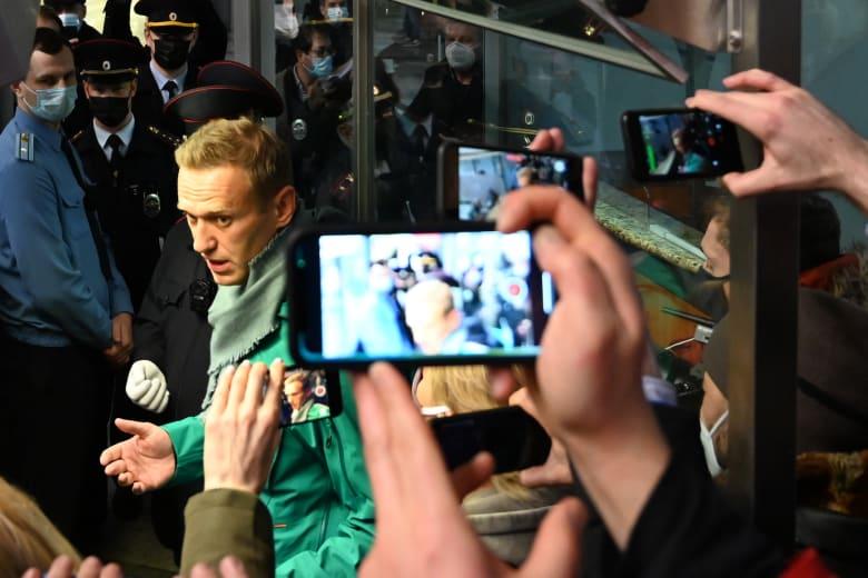 زعيم المعارضة الروسية أليكسي نافالني يعود لموسكو بعد علاجه من التسمم بغاز الأعصاب