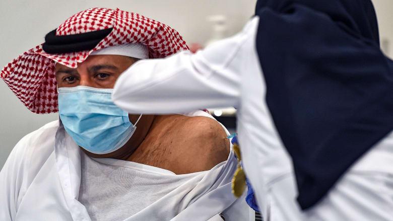 عمليات توزيع لقاحات فيروس كورونا تكشف التفاوتات العميقة في الشرق الأوسط