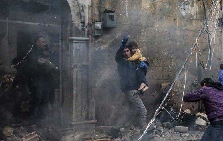 مقتل 10 وإصابة 24 في تفجيرين بسيارتين مفخختين شمال غرب سوريا