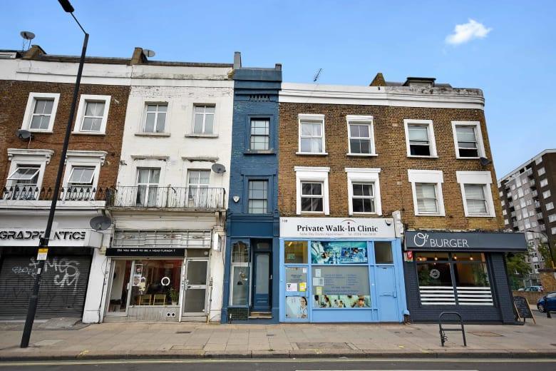 عرضه أقل من مترين.. أضيق منزل في لندن يعرض للبيع مقابل 1.3 دولار
