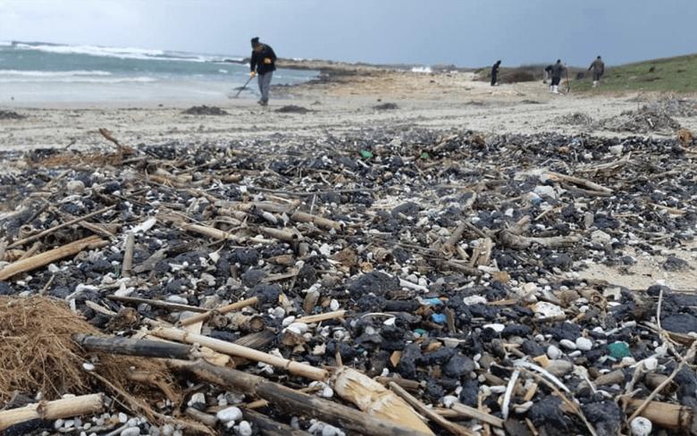 إحدى أخطر الكوارث البيئية في تاريخها.. إسرائيل تبحث عن مصدر تسرب نفطي ضرب 90% من شواطئها