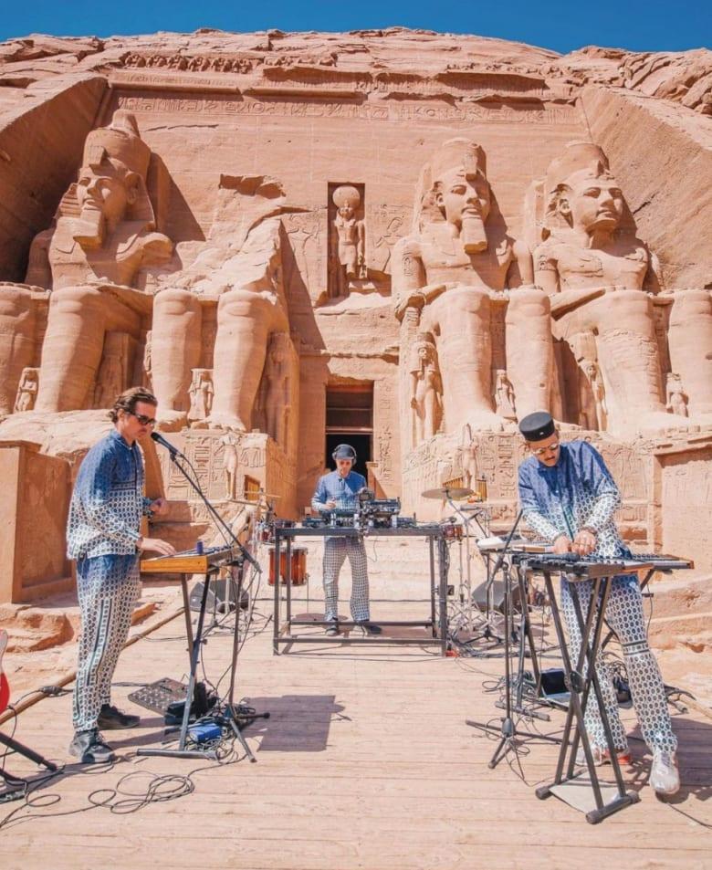 مصر تحتفل بتعامد الشمس على وجه الملك رمسيس الثاني أمام معبده