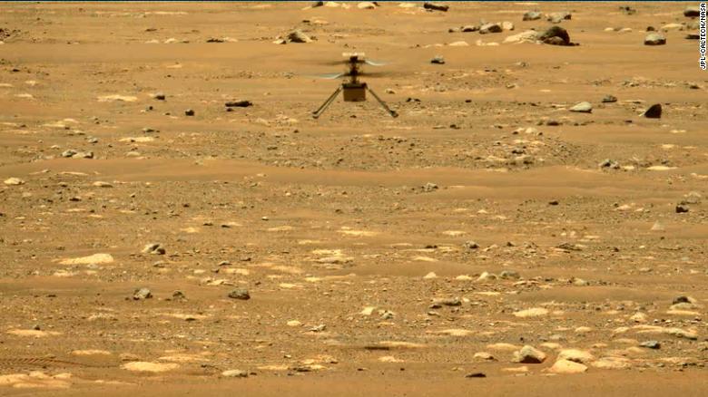 مروحية ناسا ترسل أول صورة من الرحلة الثانية على سطح المريخ