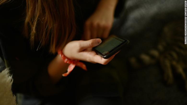 نصيحة طبيب نفسي: كيف تتحدث مع أطفالك عن تعاطي المخدرات؟