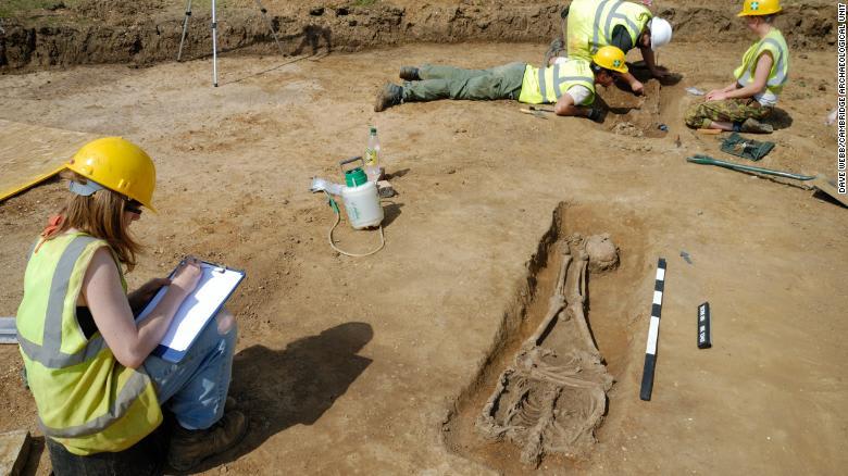 اكتشاف مجموعة من الجثث مقطوعة الرأس في بريطانيا