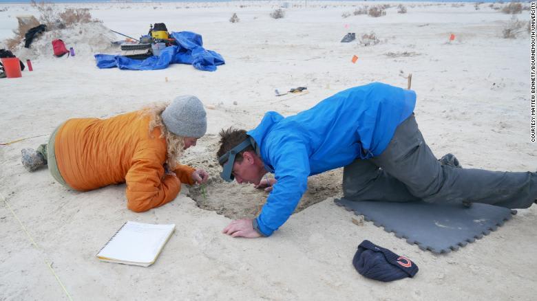 اكتشاف آثار أقدام يعود تاريخها إلى 23 ألف عام في أمريكا..ما الذي تبينه؟