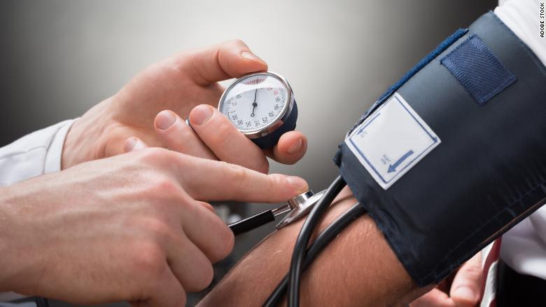 ارتفاع ضغط الدم لدى الشباب يتسبب بانكماش حجم الدماغ وبالخرف