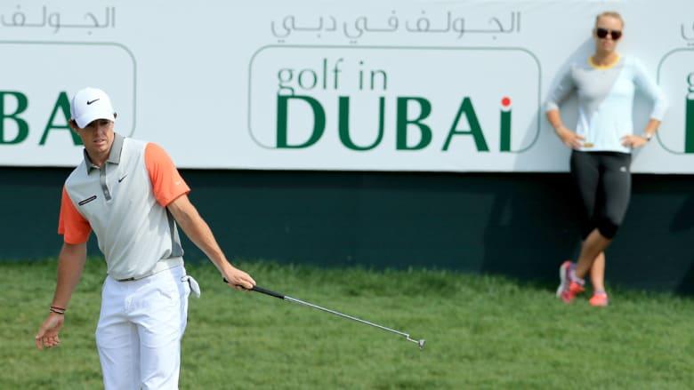 في دبي.. ماكيلروي يفشل في الحصول على هدية الزواج من نجمة التنس ووزنياكي