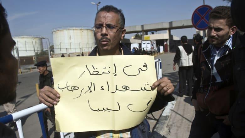 القاهرة: مسلحون بزي عسكري يحتجزون عشرات المصريين بليبيا