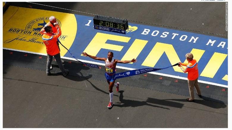"""""""مب كيفليزكي"""" أول أمريكي يفوز بماراثون بوسطن منذ عام 1983."""
