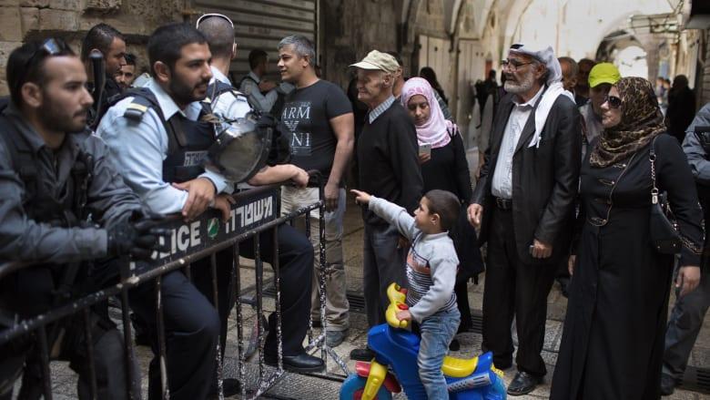القوات الإسرائيلية منعت المصلين من الدخول إلى المسجد الأقصى في القدس الخميس.