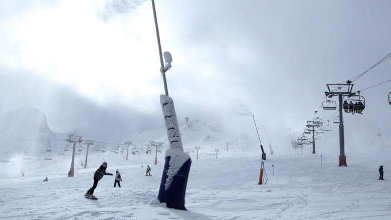 متزلجون في منتجع باس لاكاس للتزلج في فرنسا