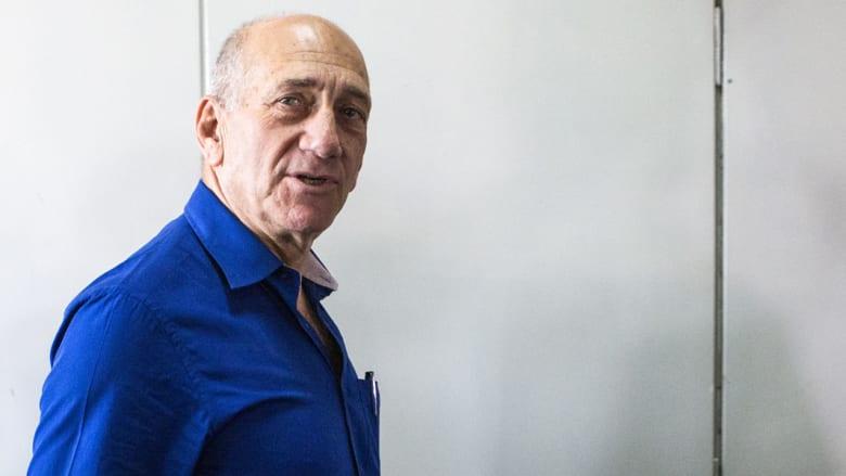 الحكم بالسجن 8 شهور على رئيس وزراء إسرائيل السابق إيهود أولمرت بعد إدانته بتهم فساد