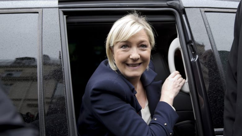 """زعيمة """"الجبهة الوطنية"""" مارين لوبين تتهم """"الإرهاب الإسلامي"""" باقتراف هجوم باريس"""