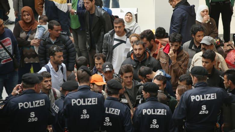 """النمسا.. اعتقال """"شرق أوسطيين"""" يُشتبه في صلتهما بجماعة إرهابية متورطة بهجوم باريس"""