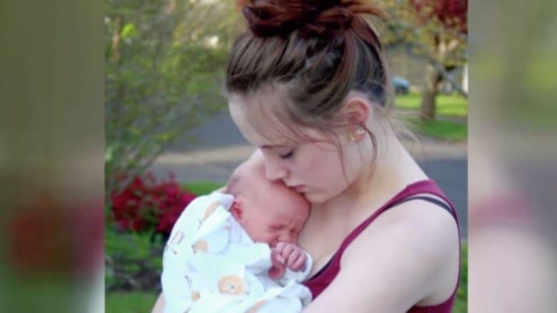 """بالفيديو.. أب يطلب """"حليب ثدي"""" لطفله بعد وفاة الأم ويلقى دعما واسعا"""