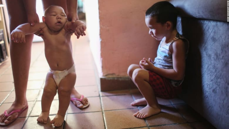 ولادة طفل على قارعة الطريق هنا وفهد مخدّر هناك.. لقطات من حول العالم في أسبوع
