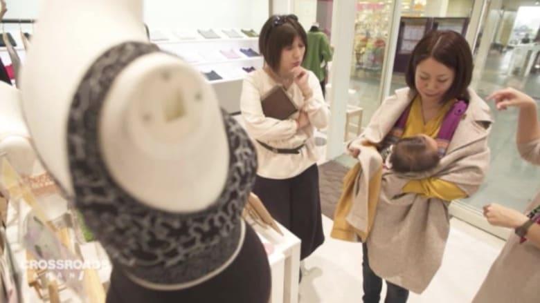 خط أزياء يشجع النساء على إرضاع أطفالهن في العمل بطريقة مبتكرة