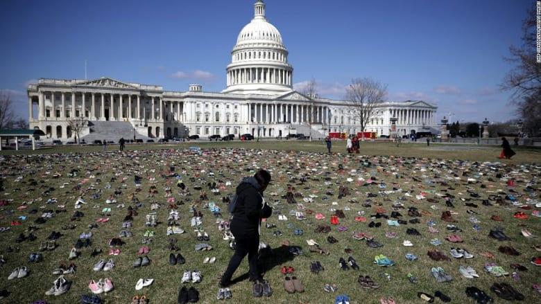 احتجاج بـ7 آلاف حذاء أمام الكونغرس الأمريكي