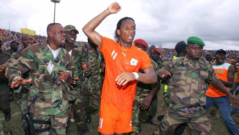 شاهد كيف أوقف دروغبا حرباً أهلية في ساحل العاج بكرة القدم
