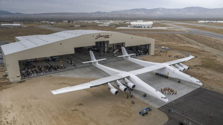 """طائرة """"Scaled Composites Stratolaunch"""""""