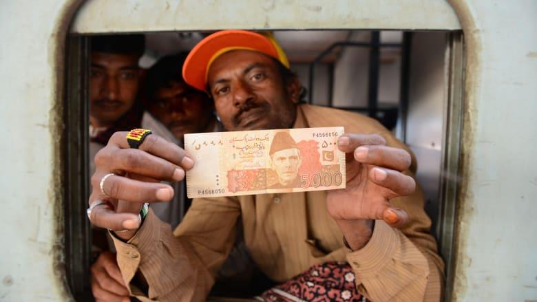 تعرف على اقتصاد باكستان المتعثر الذي تدعمه السعودية والإمارا