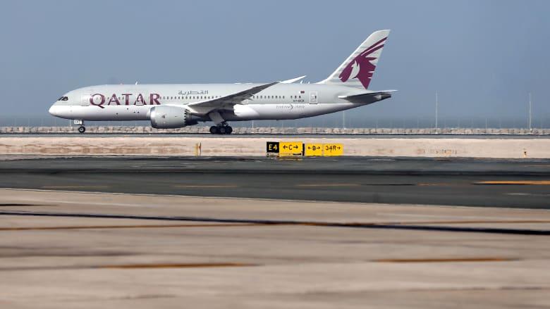 لحظة تصادم طائرة قطرية بأخرى في مطار حمد الدولي بسبب سوء الأحوال الجوية