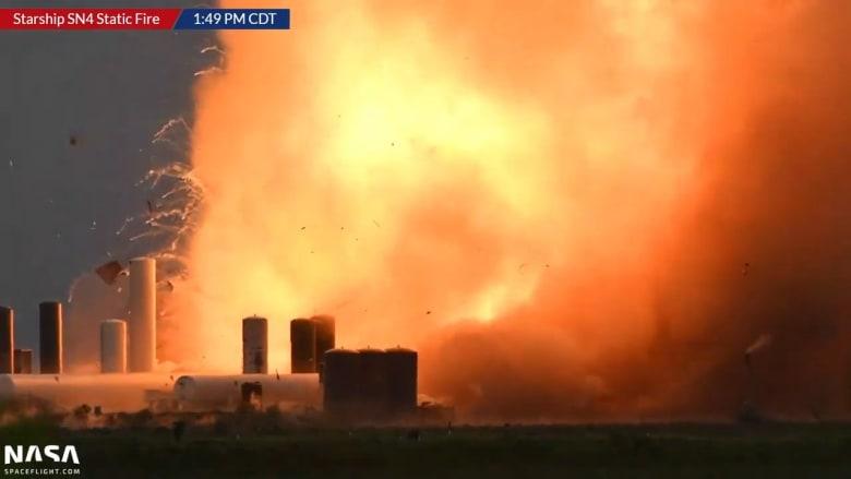 لحظة انفجار صاروخ فضائي لشركة SpaceX بعد دقائق من اختباره