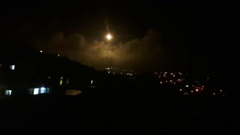 قنائل ضوئية إسرائيلية بعد سماع انفجارات على حدود لبنان