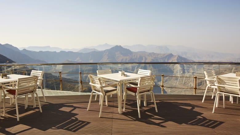 على جبل جيس الذي يلامس السحاب.. تعرف لتجربة زيارة المطعم الأعلى ارتفاعا بالإمارات