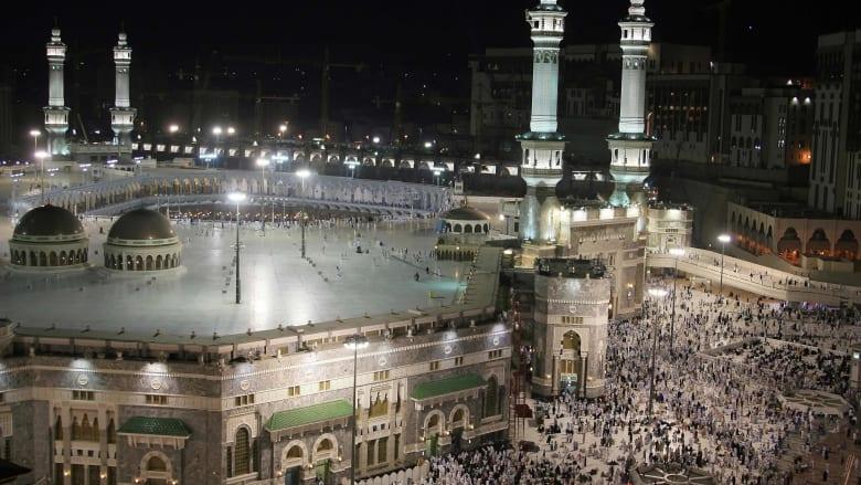 السعودية.. سيارة ترتطم بأحد أبواب المسجد الحرام ومنطقة مكة تكشف تفاصيلا
