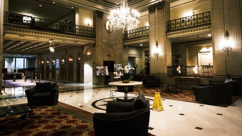 حتى إن توفر لقاح كورونا.. صناعة الفنادق قد لا تتعافى حتى 2023