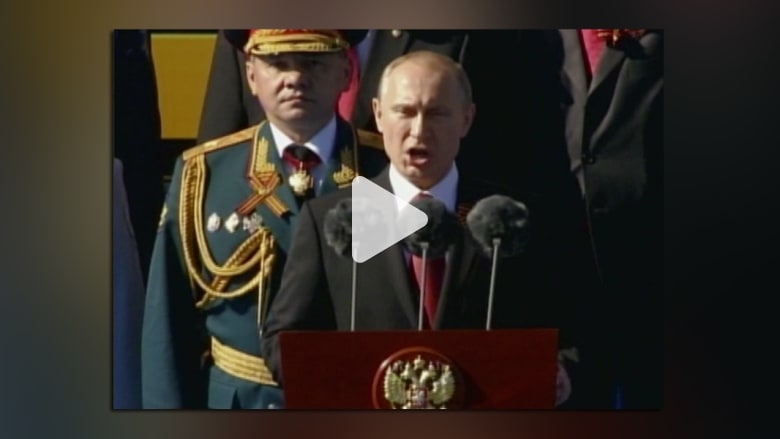 بوتين مزهواً بجيشه : السوفيات هزموا النازية
