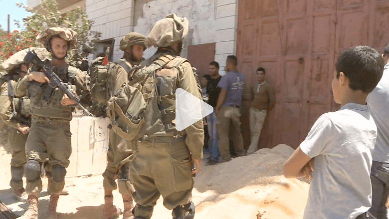 القوات الإسرائيلية تمشط بيوت الفلسطينيين بحثا عن الشبان المفقودين