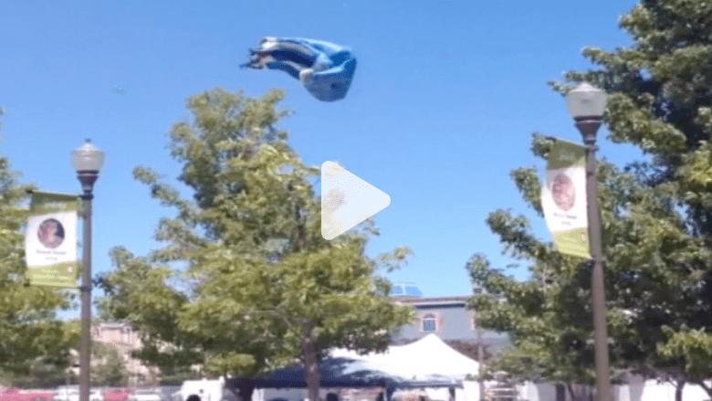 زلاجة مطاطية تتطاير في الهواء بسبب الرياح