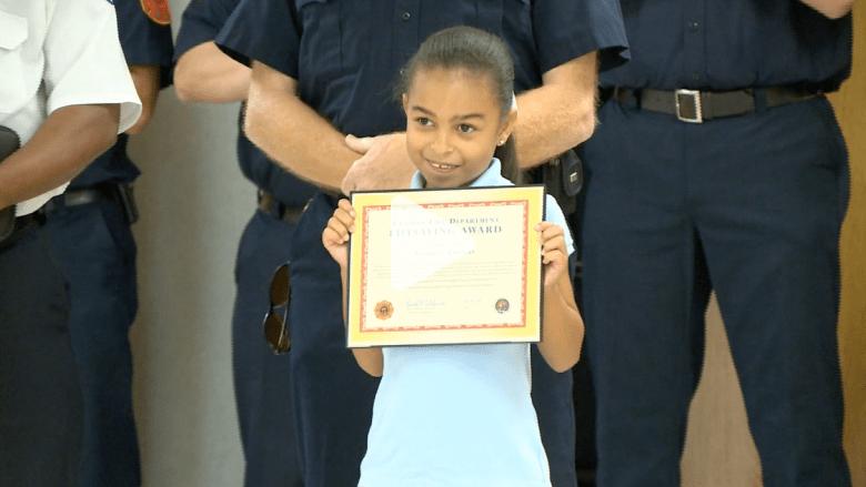 تكريم طفلة في السادسة أنقذت عائلتها من الموت بحريق