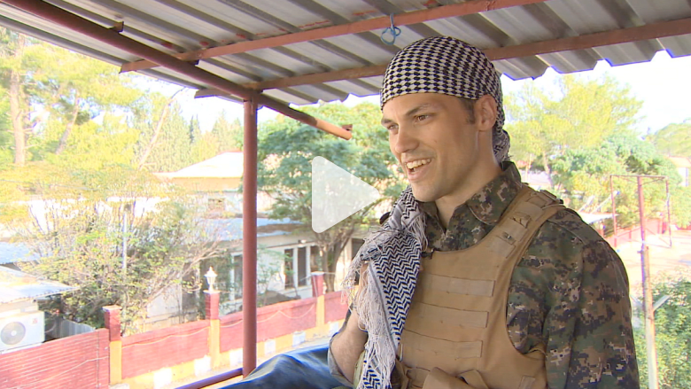 أمريكي يقاتل بجانب الأكراد ضد داعش ويجند الأجانب للمساعدة
