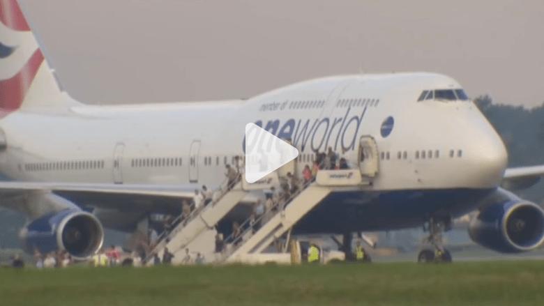 بالفيديو.. لحظة إخلاء طائرة بريطانية بعد الاشتباه بوجود قنبلة على متنها