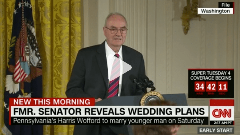 بالفيديو: نائب أمريكي سابق بعمر الـ90.. يعلن مثليته ويوم زفافه من رجل