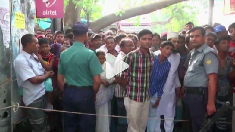 بالفيديو: القبض على مشتبه به بمقتل مدرس جامعة في بنغلاديش