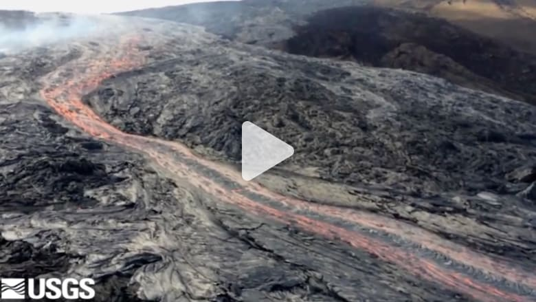 شاهد من طائرة بدون طيار.. مشهد مذهل لحمم بركانية في هاواي