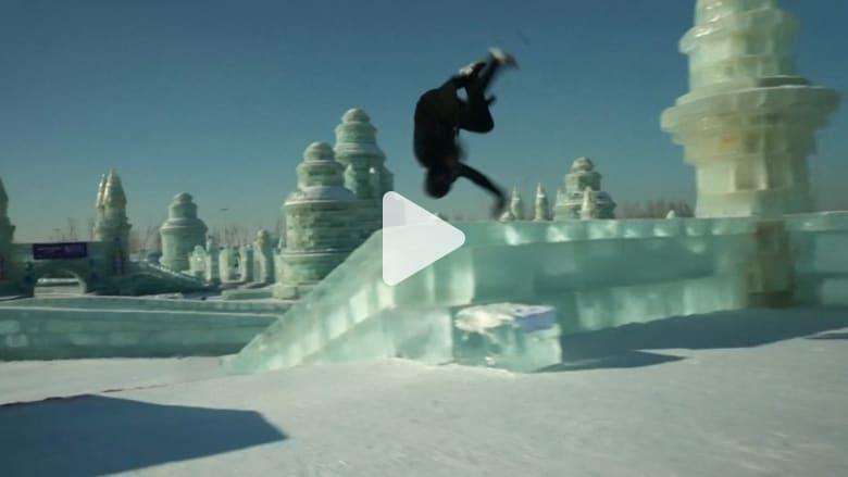 مغامر بهلواني.. يتحدى مدينة جليدية بأكملها