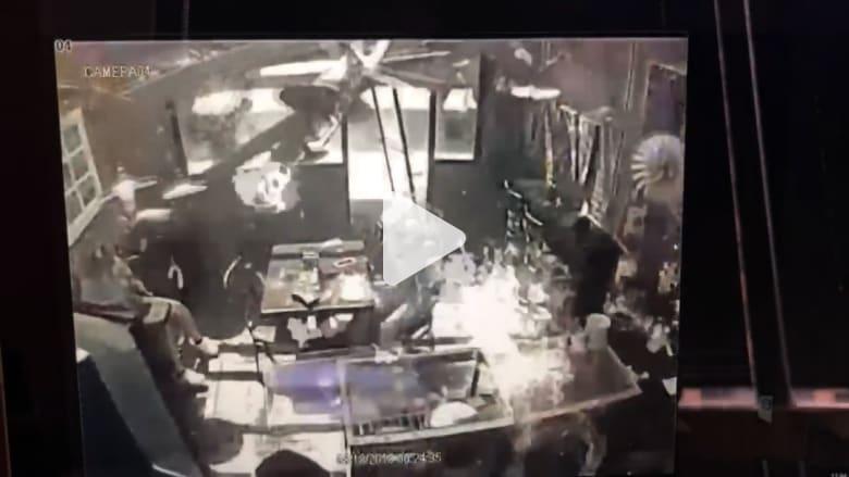 لحظة وقوع انفجار قوي بسبب الغاز في مقهى بولاية جورجيا