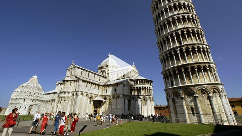هل يخسر برج بيزا المائل في ايطاليا انحنائه؟