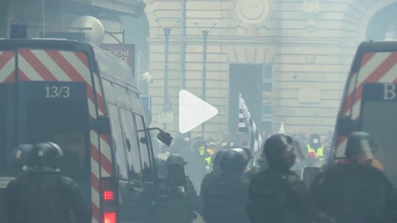 إصابة شرطيين في احتجاجات السترات الصفراء في باريس