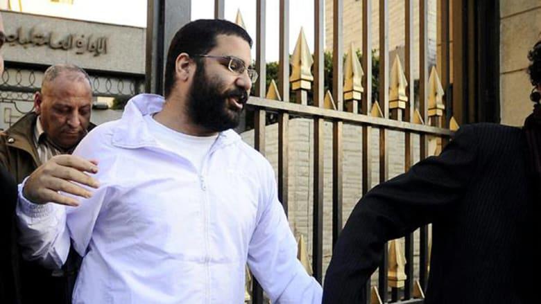 """صحف: حلويات """"علاء عبد الفتاح"""" وامرأة مفخخة في بيروت"""
