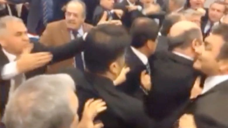 تراشق لكمات في البرلمان التركي